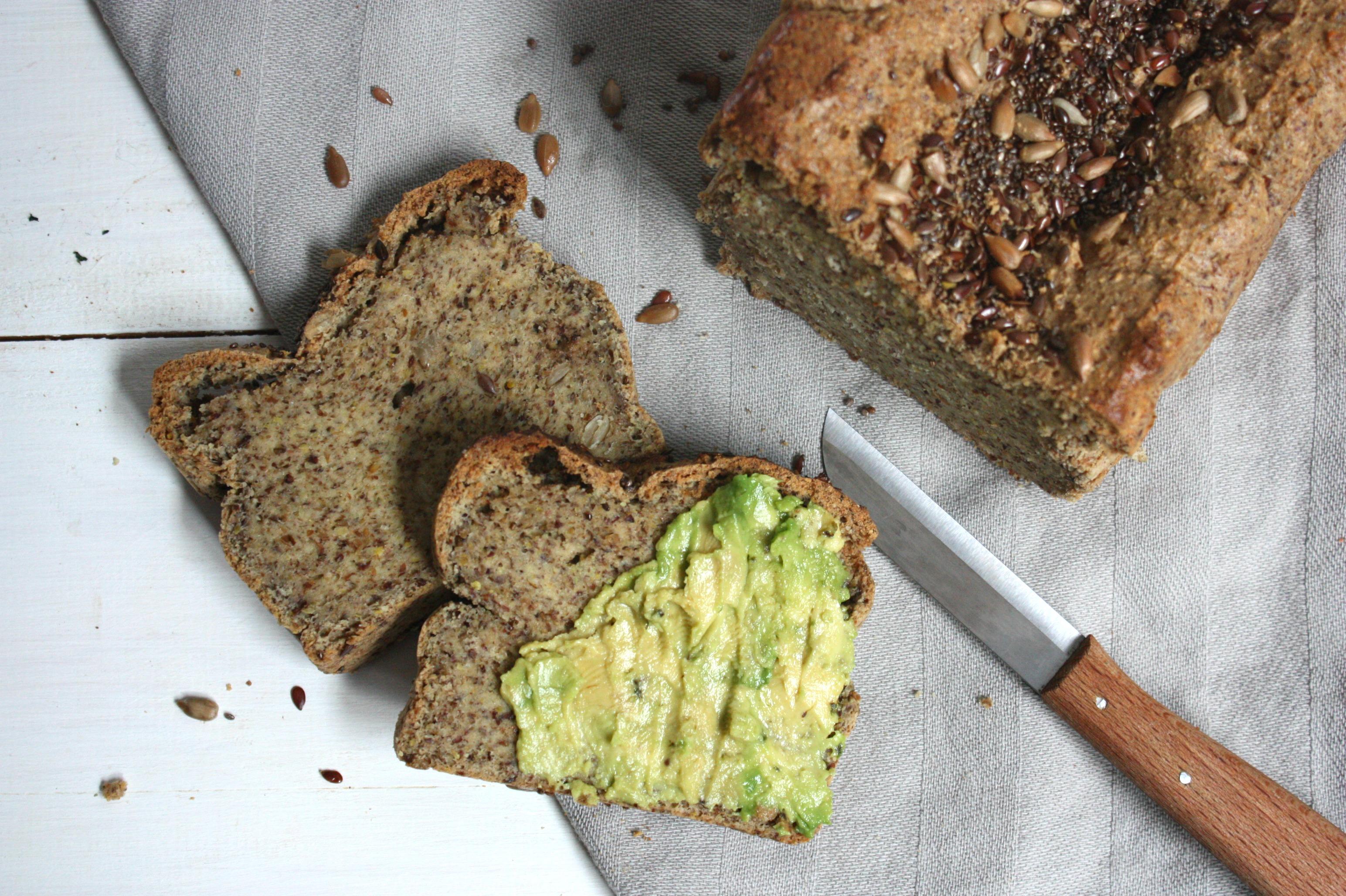 Pan paleo de almendras y lino, por Gina Estapé