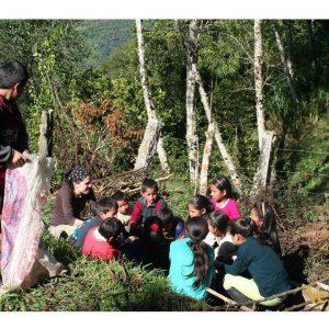 Enseñando-a-los-niños-y-niñas-a-cultivar-y-a-reforestar-con-especies-autóctonas-de-la-zona-4